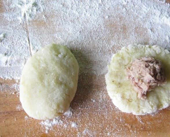 Картофельные пирожки с мясом - фото шаг 5