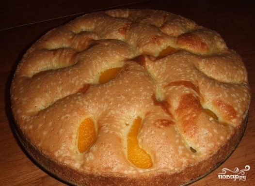 Шарлотка с яблоками и персиками