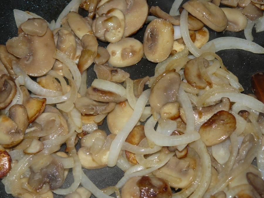 "Салат ""Обжорка"" с грибами - фото шаг 2"