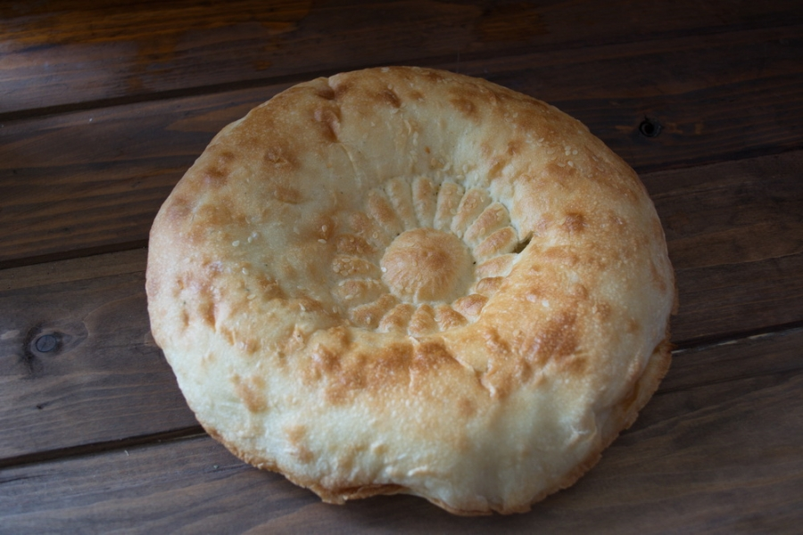Толстый лаваш с сыром и бужениной - фото шаг 1