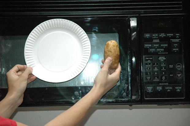 Рецепт Чипсы из картошки в микроволновке