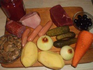 Рецепт Солянка с колбасой и грибами