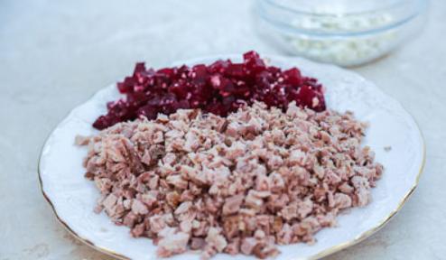 Рецепт Салат со свеклой и черносливом