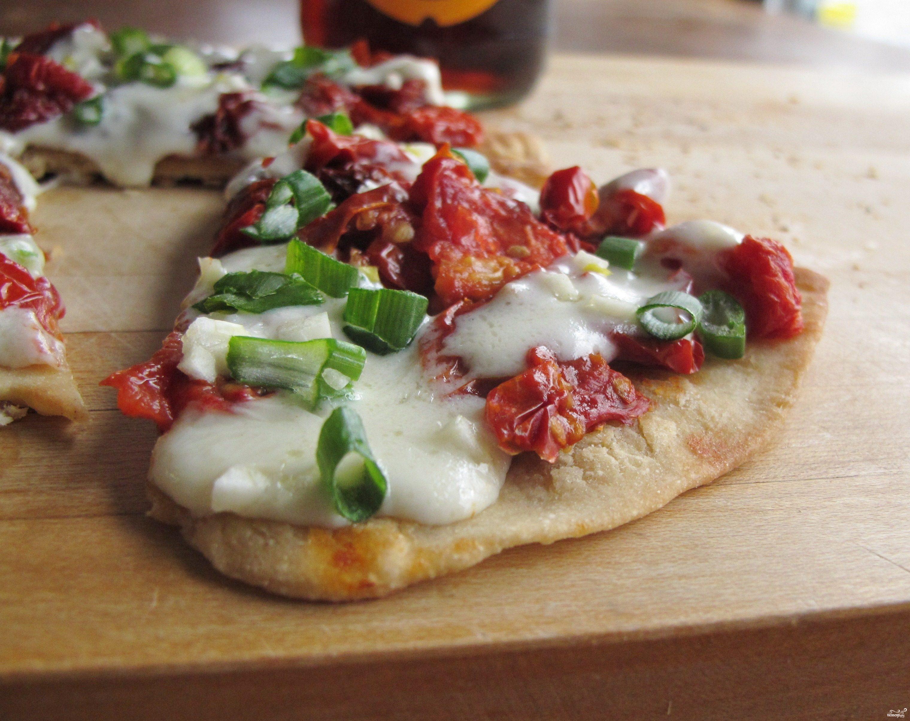 Рецепт Пицца с солеными помидорами