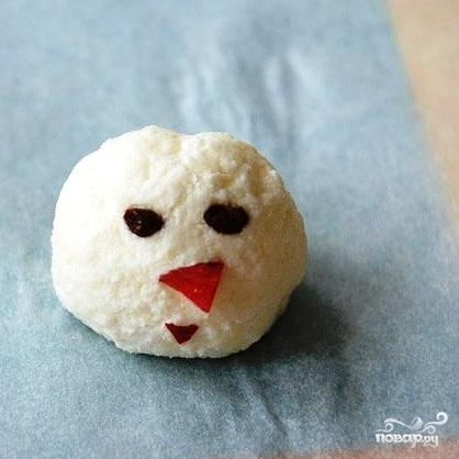 Снеговик из творога - фото шаг 6