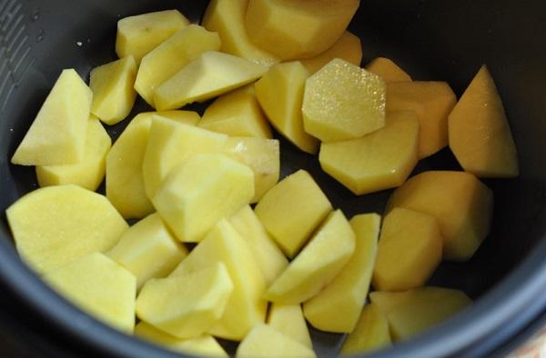 Сердечки с картошкой в мультиварке - фото шаг 4