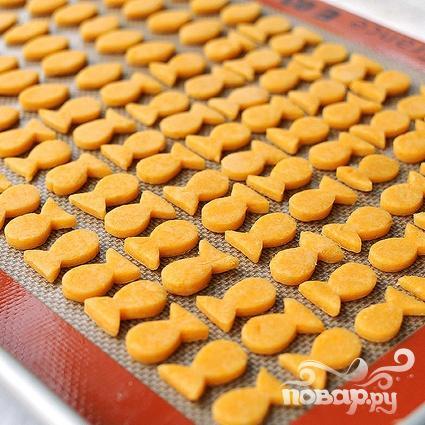 Сырные крекеры-рыбки - фото шаг 5