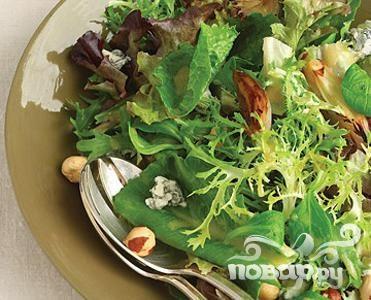 Салат с луком и голубым сыром