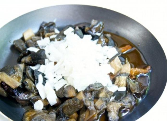 Рецепт Рулетики из курицы с грибами