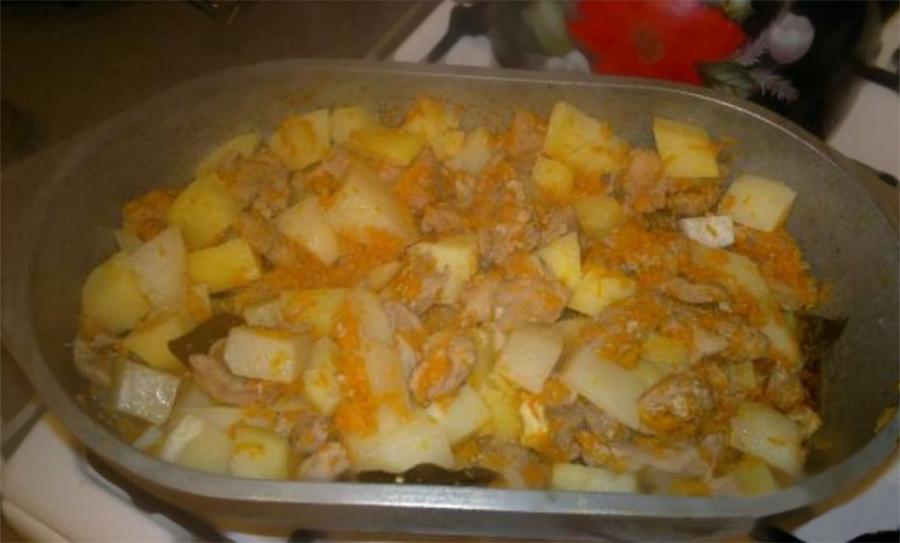 тушеная картошка с мясом в утятнице в духовке