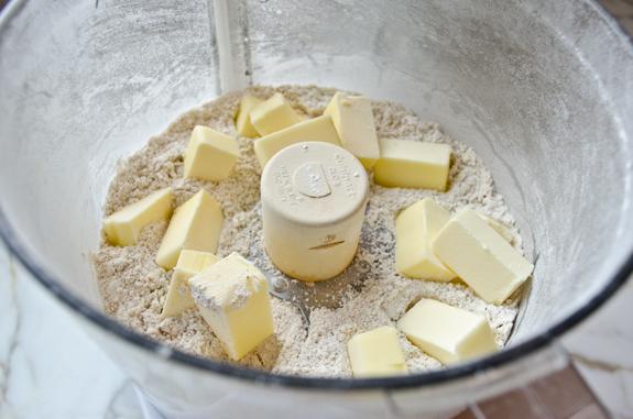 Молочный шоколад с карамелью - фото шаг 2