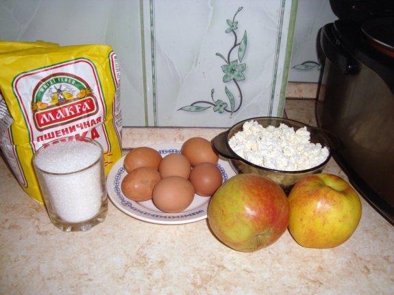 Рецепт Шарлотка с творогом в мультиварке