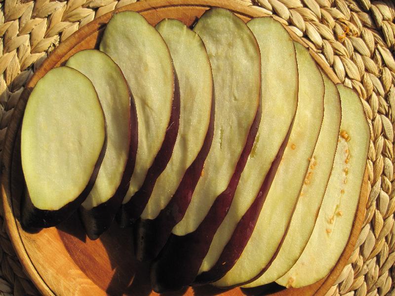 Рулеты из баклажанов с орехами - фото шаг 1