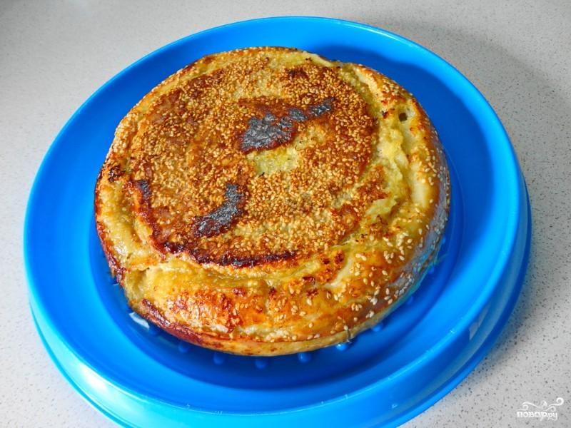 Пирог с капустой в мультиварке из слоеного теста