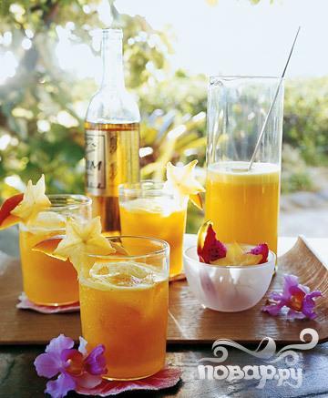 Рецепт Коктейль с ананасом, манго и ромом