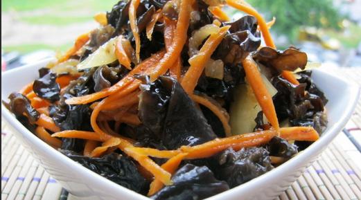 Салат из древесных грибов - фото шаг 4