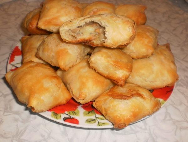 Пирожки из слоеного теста с грибами и картошкой - фото шаг 13