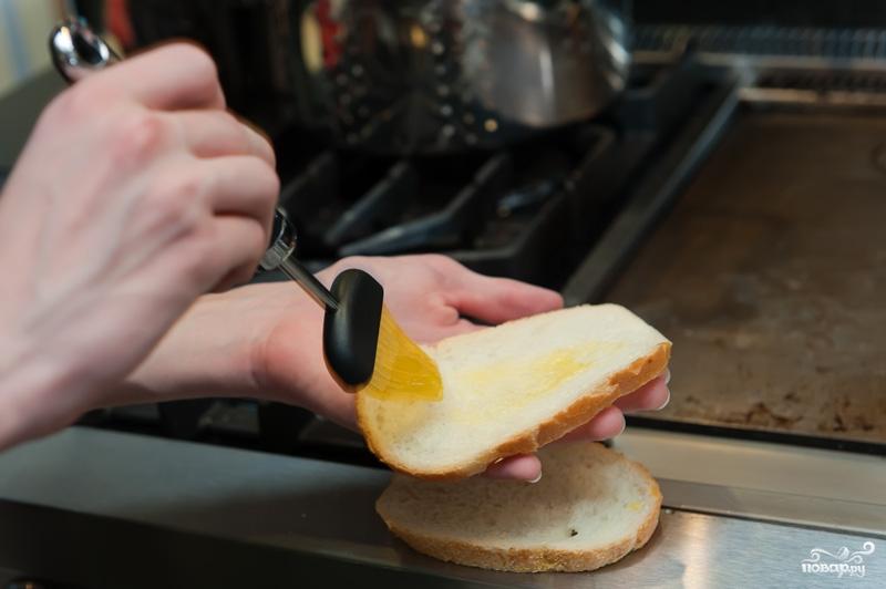 Горячий бутерброд на сковороде - фото шаг 2