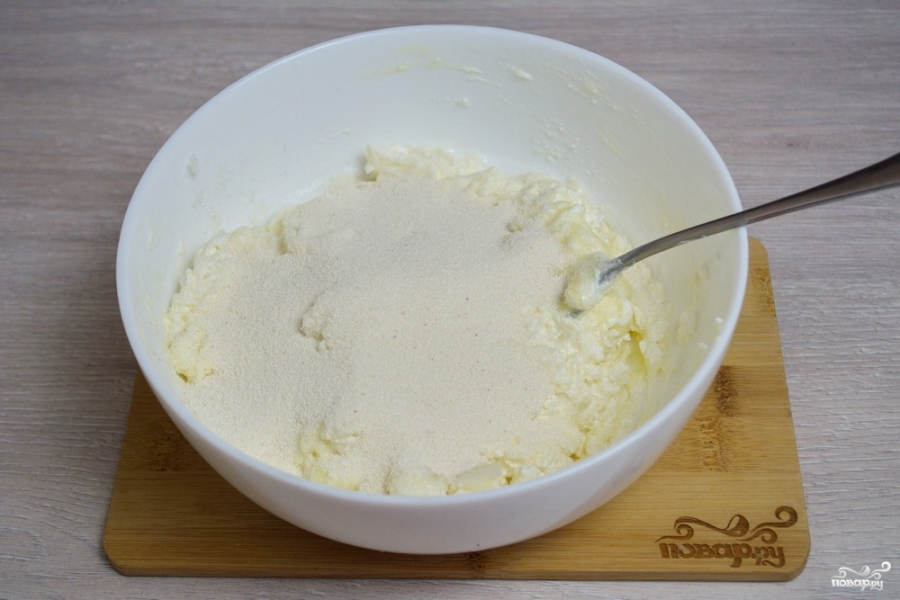 Сырники с манкой - фото шаг 3