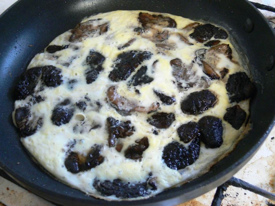 Грибы на сковороде - фото шаг 3
