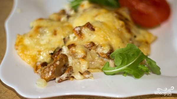 Мясо по-французски с картошкой и грибами