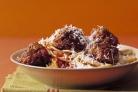 Спагетти с фрикадельками и сыром