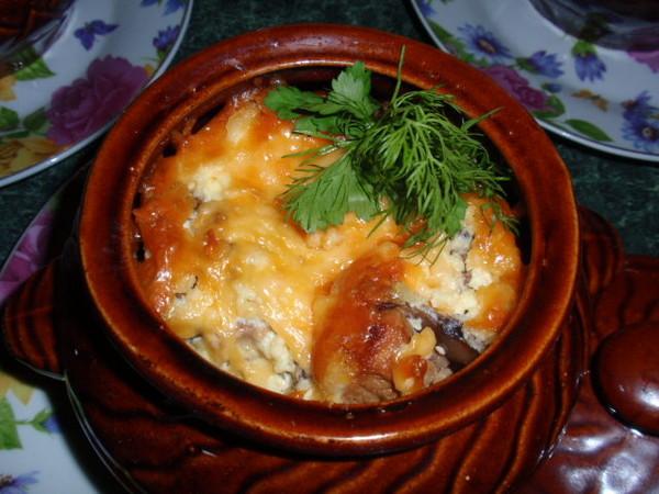 мясо в горшочках в духовке с картошкой и грибами