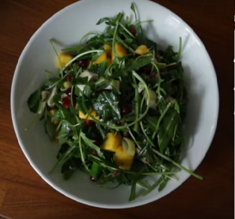 Салат из граната и зеленого лука - фото шаг 8