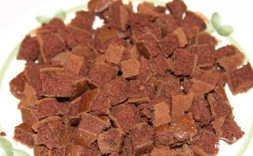 Шоколадный торт с фруктами - фото шаг 9