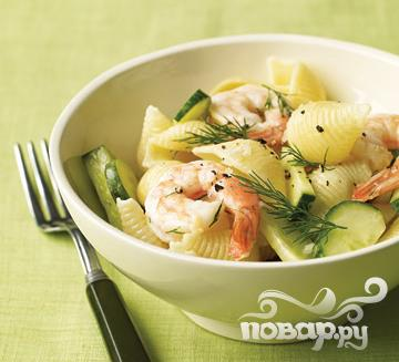 Рецепт Салат с креветками, пастой и огурцом