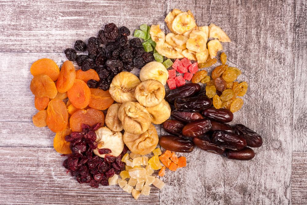 Сухофрукты: курага, инжир, изюм, сушеные бананы и цукаты