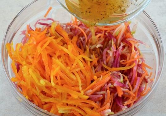 Постный салат из моркови - фото шаг 4