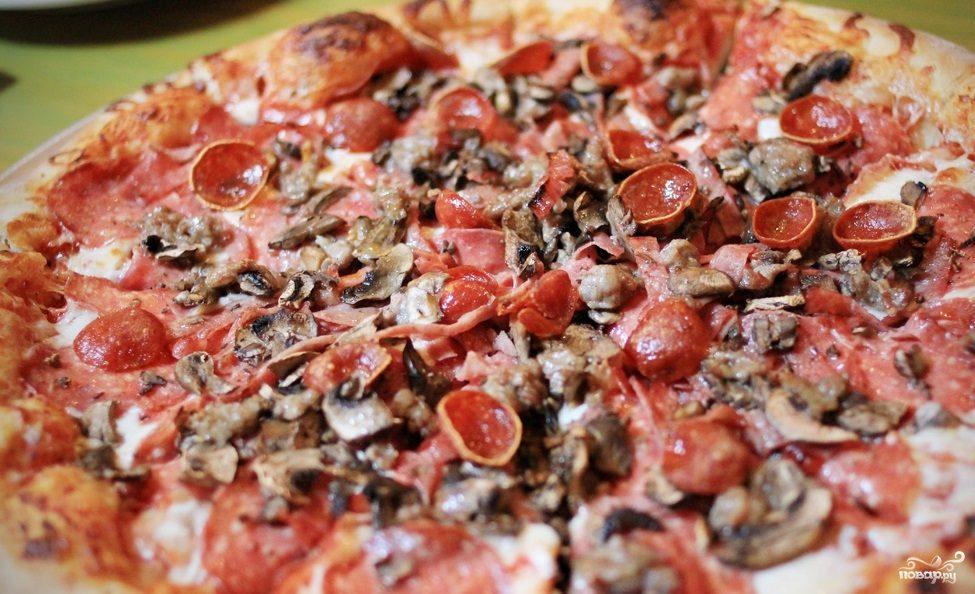 Рецепт Пицца с грибами и колбасой
