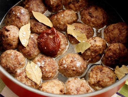 Подлив для тефтелей с томатной пастой