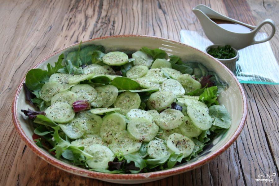 Рецепт Салат из зелени и огурцов
