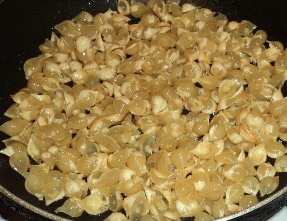 Макароны на сковороде - фото шаг 1