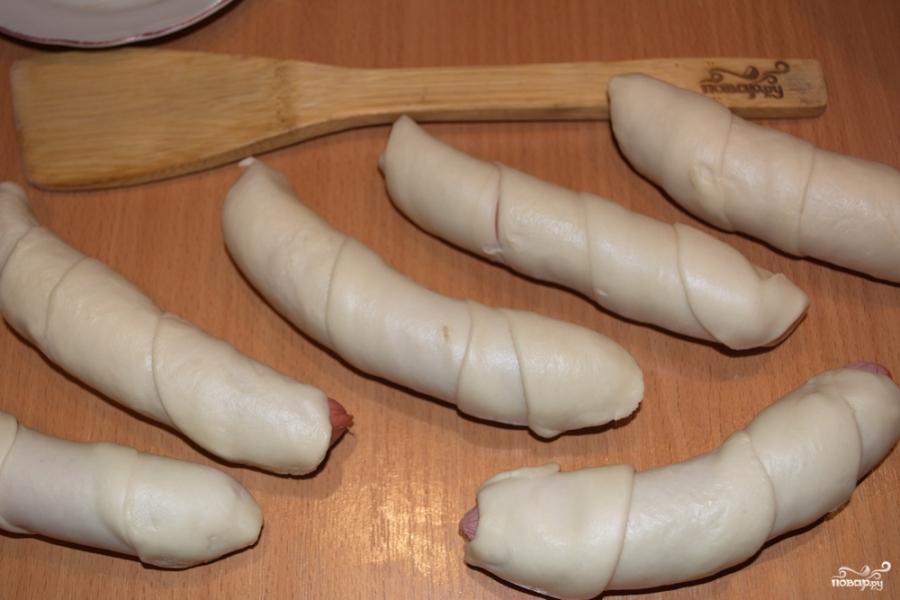Сосиски в тесте из дрожжевого теста - фото шаг 6
