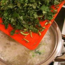 Куриный суп с крапивой - фото шаг 7