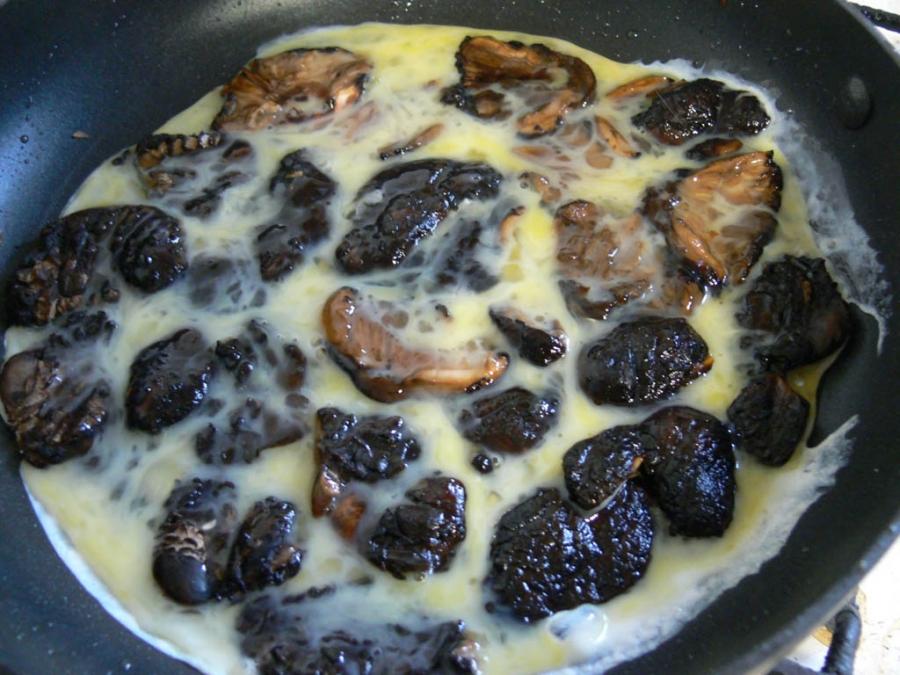 Грибы на сковороде - фото шаг 2