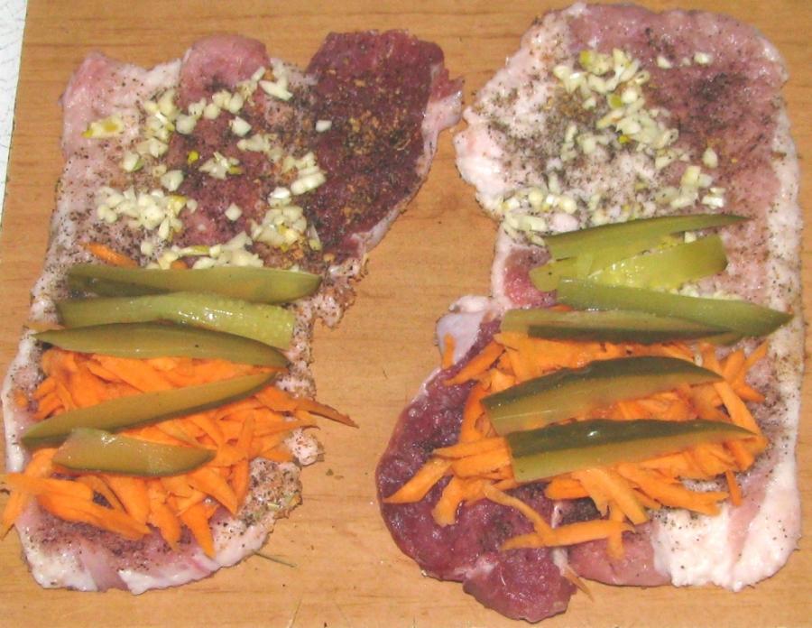 Мясной рулет с овощами - фото шаг 2