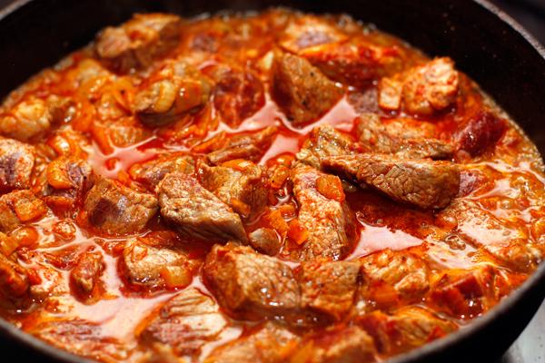 Вкусный гуляш из говядины - фото шаг 5