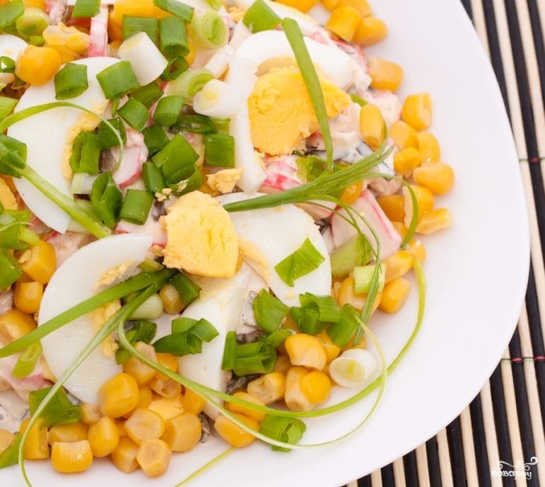 Салат из маринованной кукурузы - фото шаг 7