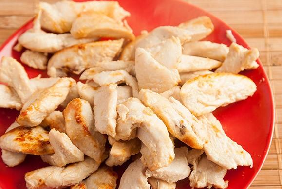 Горячий салат с курицей - фото шаг 2