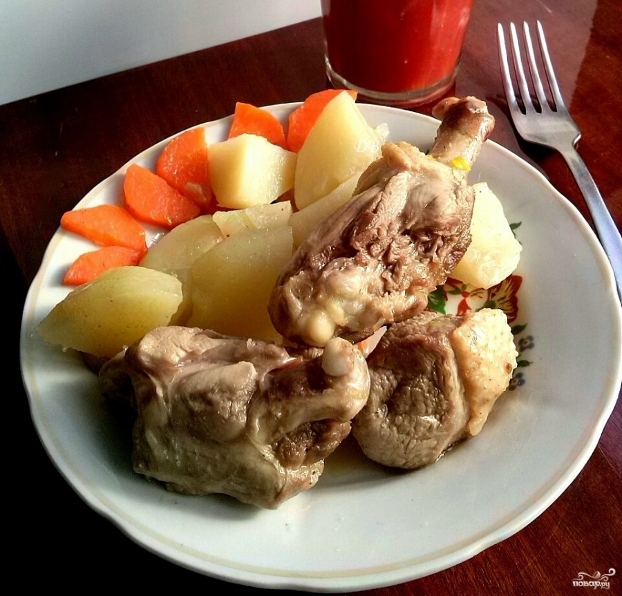 Утка, тушенная с картошкой - фото шаг 3