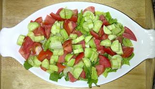 Овощной салат с сыром фета - фото шаг 4