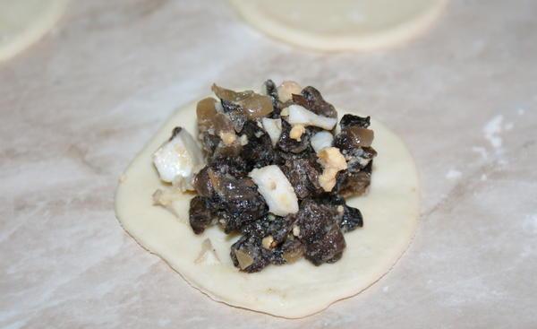 Пельмени с грибами - фото шаг 10