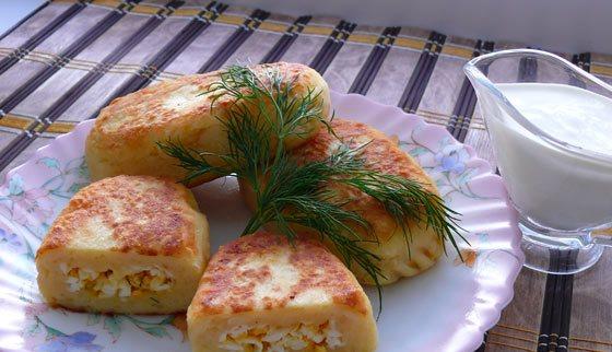 Картофельные зразы с яйцом - фото шаг 6