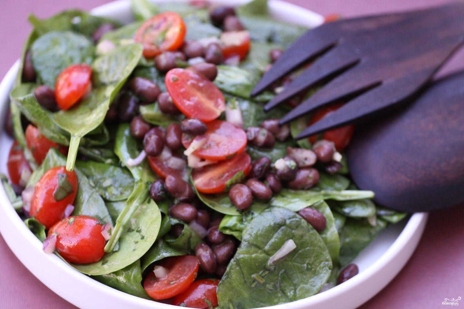 Рецепт Салат с фасолью и помидорами