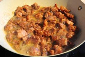 Подлива из свинины с луком - фото шаг 5
