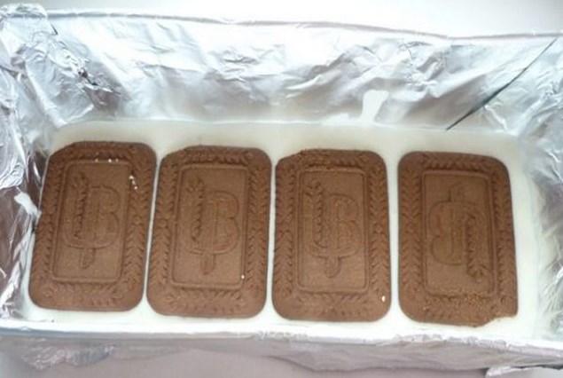 Творожный торт с печеньем без выпечки - фото шаг 5